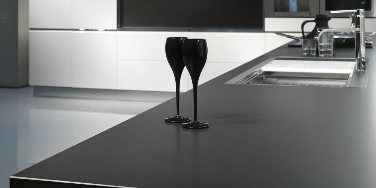 black: cucina superblack grain