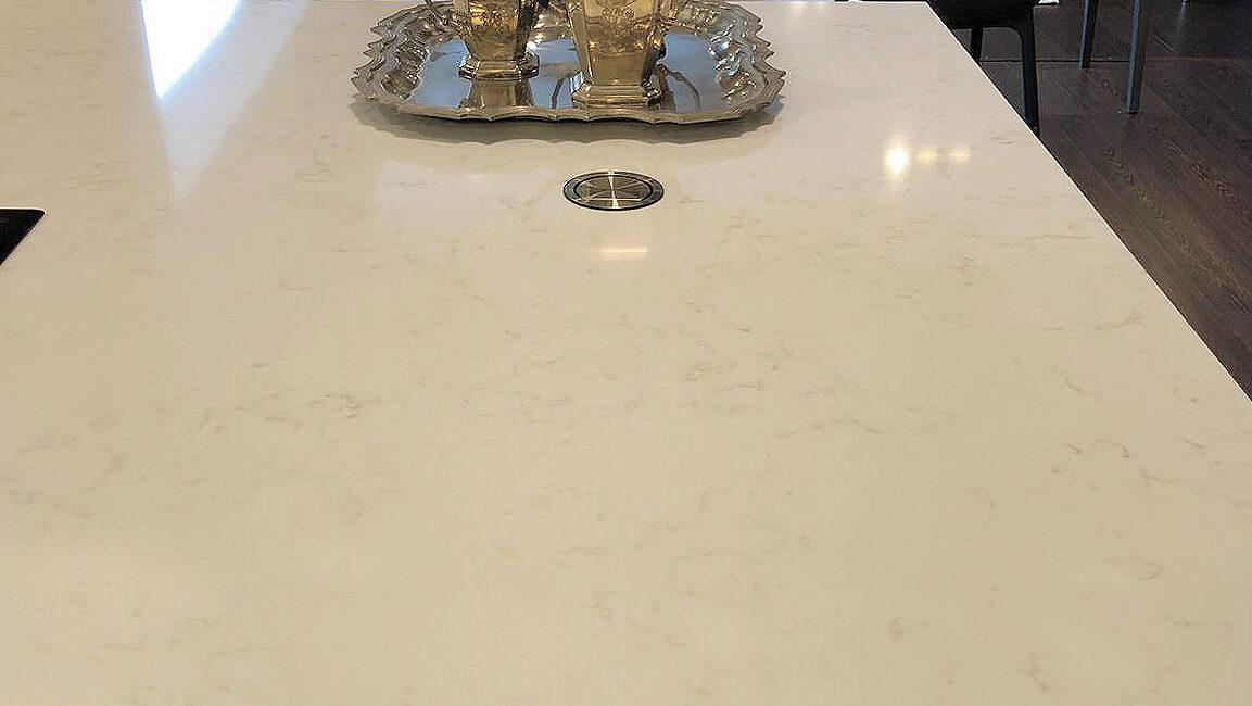 marmorea: bancone con vassoio