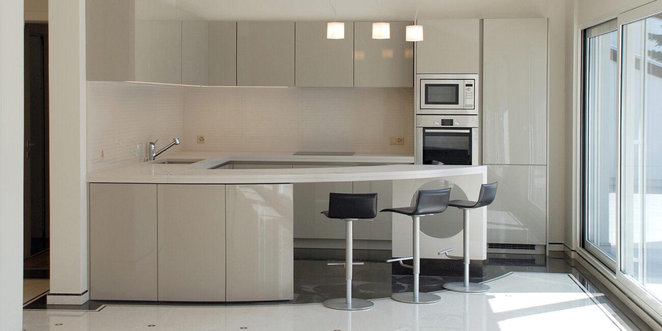 micro+: cucina gloss superwhite